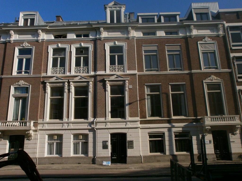 Stucwerk 100 m² Herenpand Dr. Kuijperstraat 10 Den Haag vooraanzicht